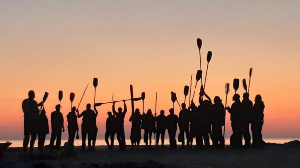 W nocy z piątku na sobotę, odbędzie się spływ kajakowy z finiszem na wschodzie słońca. To jedna z propozycji na zagospodarowanie weekendu na sportowo w Trójmieście.