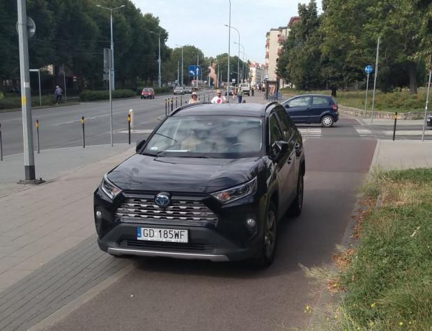 Jazda po drodze rowerowej czy parkowanie na niej wciąż nie należą niestety do rzadkości.