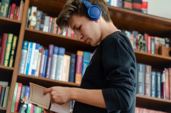 Trójmiejscy bibliotekarze prześcigają się w pomysłowości, jak zachęcić do czytania i odwiedzania bibliotek.