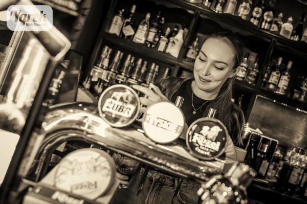 W studenckim pubie Ygrek piwo z nalewaka kosztuje od 5 do 10 zł, natomiast za butelkowe zapłacimy tu od 7 do 13 zł.