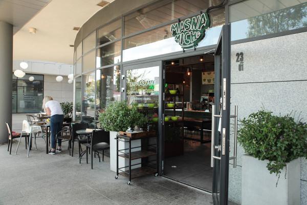 Restauracja Masna Micha mieści się na osiedlu Garnizon