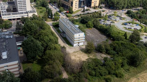 W wariancie rozszerzonym kompleks uzdrowiskowy może mieć kolejny budynek na działce, gdzie obecnie znajduje się akademik UG.