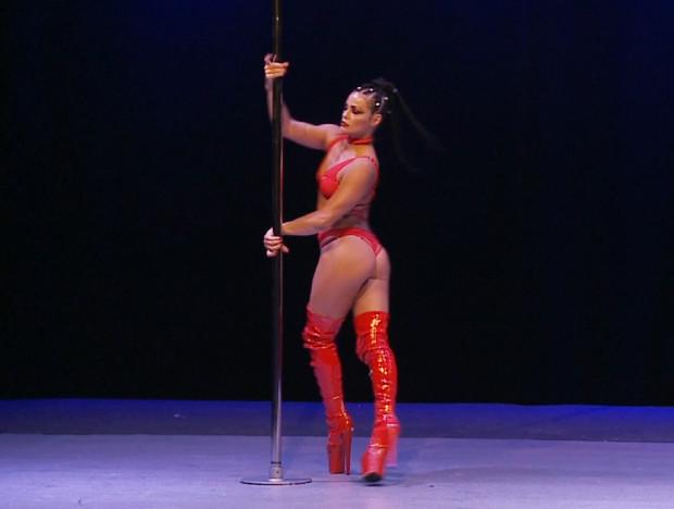 W pole dance sędziowie oceniają m.in.: siłę, technikę, oraz zamysł artystyczny zawodniczek.