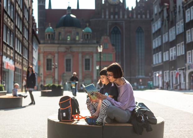 """""""Zaczytani w Gdańsku"""" - akcja dla małych i dużych miłośników książek. Każdy chętny mógł odczytać fragment ulubionej książki w specjalnie przygotowanej """"Zaczytanej Altanie""""."""
