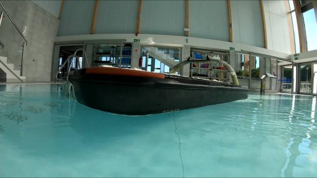 Dron z projektu Delta-Persei to tzw. semi-submarine. Pokład tego drona znajduje się zaledwie kilka centymetrów nad lustrem wody. Dzięki temu jest on trudny do wykrycia.