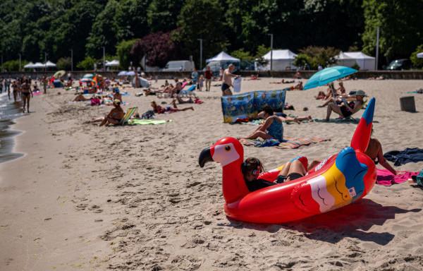Tego typu dmuchane zabawki, pozostawione przy brzegu lub w wodzie, potrafią narobić ratownikom sporo niepotrzebnego zamieszania.