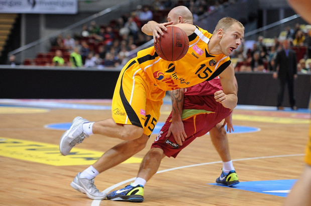 Łukasz Koszarek w tym sezonie rzuca średnio 21 punktów w spotkaniu. Nie powinno zabraknąć dla niego miejsca w Meczu Gwiazd Tauron Basket Ligi.