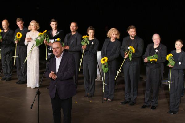 Krzysztof Babicki podczas uroczystego pożegnania dotychczasowego dyrektora naczelnego teatru.