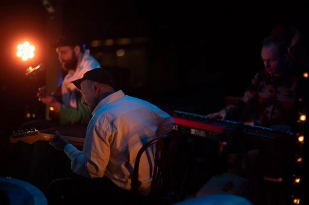 Zespół Jantar powstał niespodziewanie, gdy czterech muzyków spotkało się na wakacjach w Brazylii.