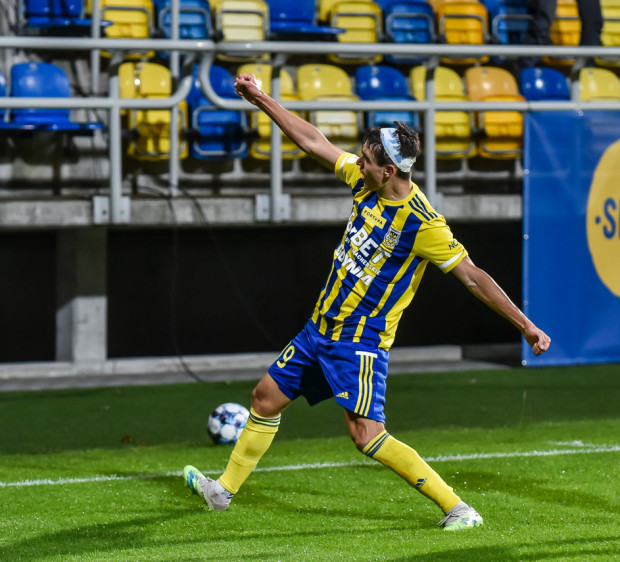 Olaf Kobacki w meczu Arka Gdynia - Widzew Łódź (3:0) strzelił 2 gole.