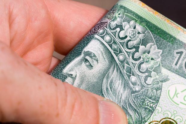 """Prezydium Komisji Krajowej NSZZ """"Solidarność"""" postuluje, aby wynagrodzenie minimalne wzrosło do 3,1 tys. zł w 2022 r."""