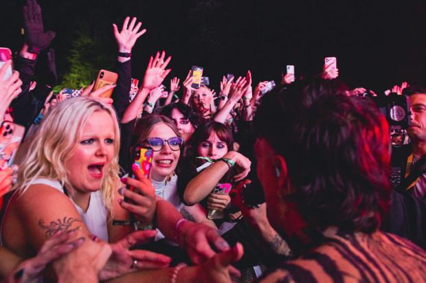 Publiczność podczas koncertu Måneskin na Open'er Park.