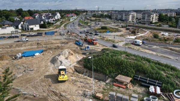 W tym miejscu Nowa Warszawska włączy się w istniejącą linię tramwajową.