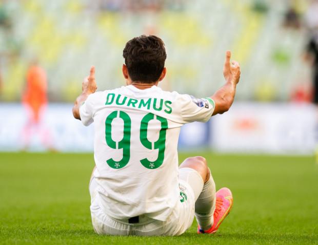 Ilkay Durmus mógł wykonać aż 10 rzutów rożnych, ale to był praktycznie jedyny zysk w ofensywie Lechii Gdańsk w meczu na szczycie 5. kolejki PKO BP Ekstraklasa. Celnego strzału biało-zielonym oddać się nie udało.