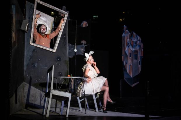 """Spektakl """"Once"""" Warszawskiego Centrum Pantomimy jest inscenizacyjnie powtórzeniem spektaklu granego na Festiwalu FETA 25 lat temu. Jednak różnic między nimi jest sporo."""