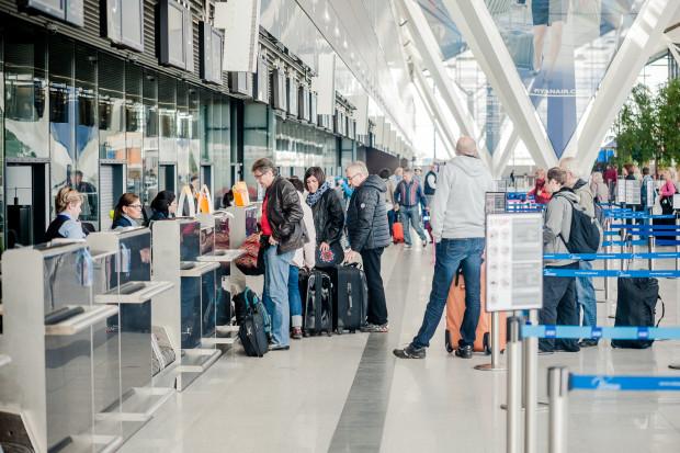 Przedstawiciele branży lotniczej w liście otwartym do premiera i ministra infrastruktury żądają nieprzenoszenia na pasażerów kosztów związanych z COVID-em poprzez podnoszenie opłat dla linii lotniczych, co w konsekwencji spowoduje wzrost cen biletów.