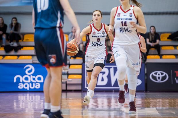 Jowita Ossowska (w środku) wróciła do Gdyni, gdzie już wcześniej spędziła 7 sezonów.