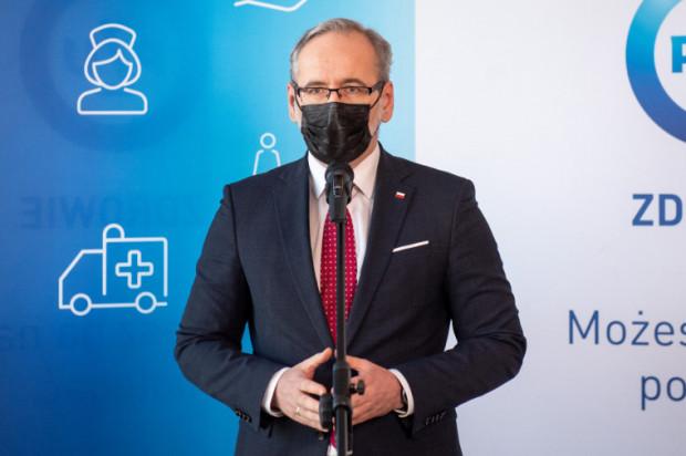 - Będziemy chcieli brać pod uwagę wskaźnik wyszczepień. Jeśli dany region jest klasyfikowany do konkretnej strefy, to jeżeli w tym regionie zaszczepienie jest powyżej średniego poziomu w kraju, to ta strefa będzie obniżona - tłumaczył minister Niedzielski.