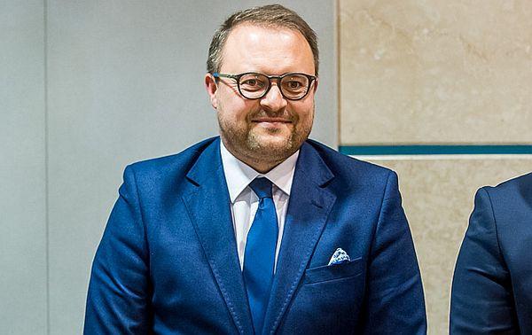 Wiceprezydent Gdyni Marek Łucyk zapowiada, że nielegalne reklamy zaczną znikać w Gdyni w przyszłym roku.