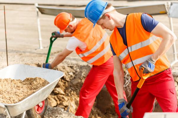 W wyniku prowadzonych działań w 2020 r. inspektorzy pracy objęli kontrolą łącznie 1890 cudzoziemców, w 2021 r. - 592 cudzoziemców.