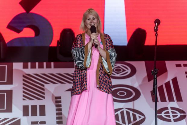 Gala Nagrody Literackiej Gdynia 2021 w Muzeum Emigracji. Natalia Malek, laureatka w kategorii Poezja.