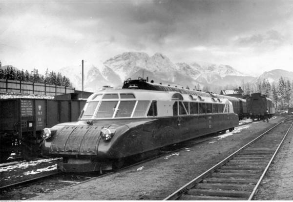 Wspomniany w artykule pociąg Luxtorpeda, tutaj na stacji w Zakopanem. Zdjęcie zostało wykonane w 1936 r.