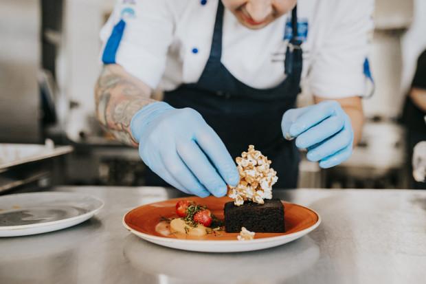 Restaurant Week jest znakomitą okazją do poznania nowych smaków za sprawą trzydaniowej, festiwalowej uczty, którą możemy zakupić w cenie 59 zł od osoby.