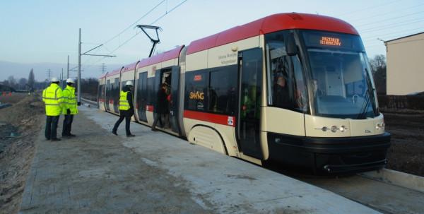 Od soboty funkcjonować będzie nowy odcinek torowiska wzdłuż ul. Uczniowskiej. Nz. przejazd techniczny po tej trasie.