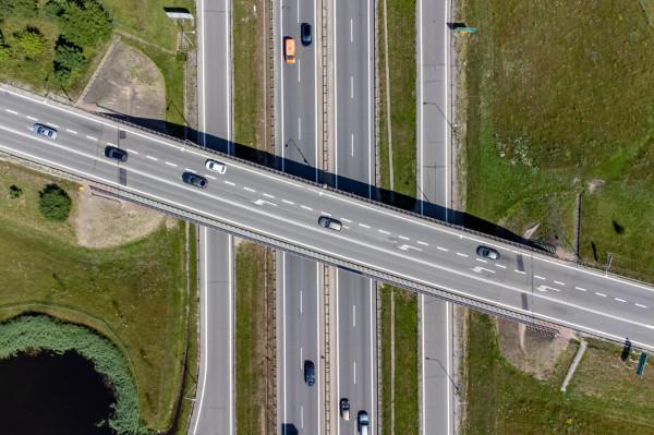 Zwężenie do dwóch pasów sprawi, że kierowcy w obu kierunkach pojadą po jednopasmowej jezdni.