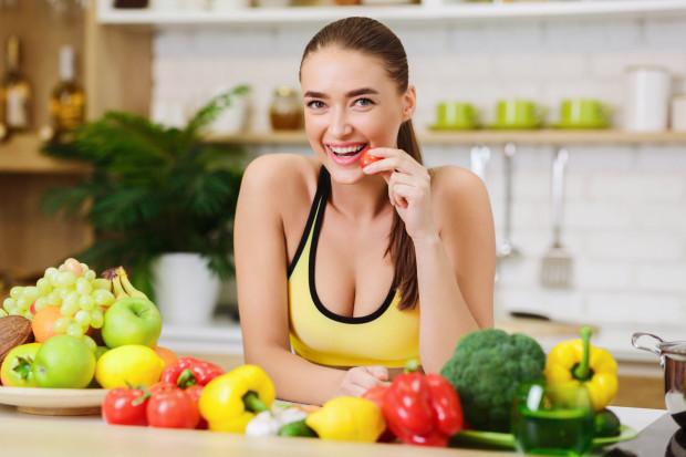 W konsekwencji uproszczeń i powtarzania stwierdzeń niepotwierdzonych badaniami naukowymi narosło wiele mitów w dziedzinie żywienia.