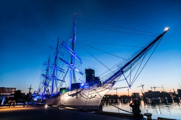 """""""Dar Pomorza"""" jest statkiem-muzeum. Należy do Narodowego Muzeum Morskiego i nigdy nie pływał pod banderą Marynarki Wojennej."""