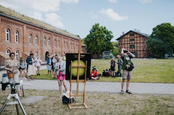 Miejscem wartym odwiedzenia, zarówno przez dzieci, młodzież, jak i dorosłych, jest centrum nauki i edukacji Hevelianum, znajdujące się na Górze Gradowej w Gdańsku.