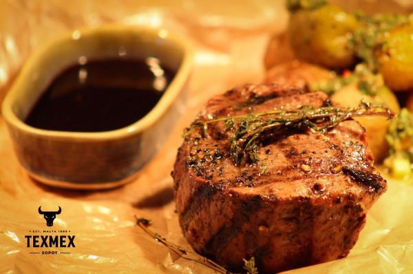 Rare, medium rare czy medium? Nawet jeśli nie wiesz, który stopień wysmażenia okaże się najlepszy, załoga TexMex chętnie wprowadza gości w tajemnice tego mięsnego świata.