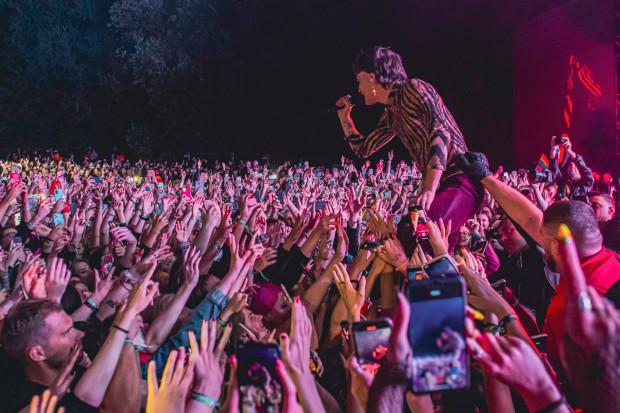 Koncertowe lato było w Trójmieście na tyle intensywne, że odwróciło uwagę organizatorów i publiczności od profilaktyki covidowej.