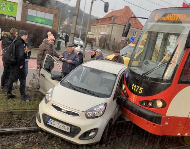 Średnio w ciągu roku na przejazdach tramwajowych w Gdańsku dochodzi do kilkunastu wypadków i kilkudziesięciu stłuczek.