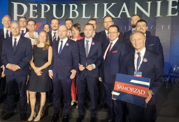 W czerwcu powołano Partię Republikańską - odłam Porozumienia skupiony wokół Adama Bielana. Rabenda (pierwszy z lewej str.) jest jej członkiem.