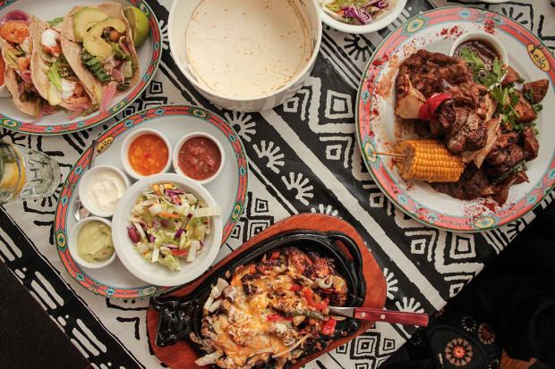 Zastawiony stół Pueblo