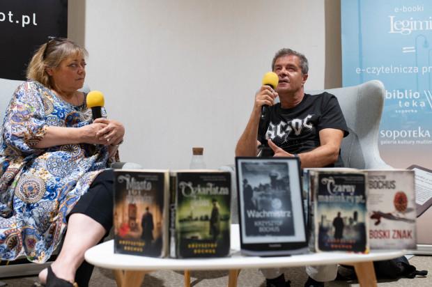 """Motywem przewodnim rozmowy była książka pt. """"Martwy błękit"""", rozgrywająca się w Sopocie w latach 30."""