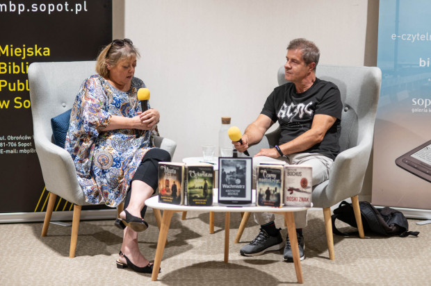 W Sopotece odbyło się spotkanie autorskie z Krzysztofem Bochusem - poczytnym autorem kryminałów, w tym serii retro z Christianem Abellem w roli głównej.