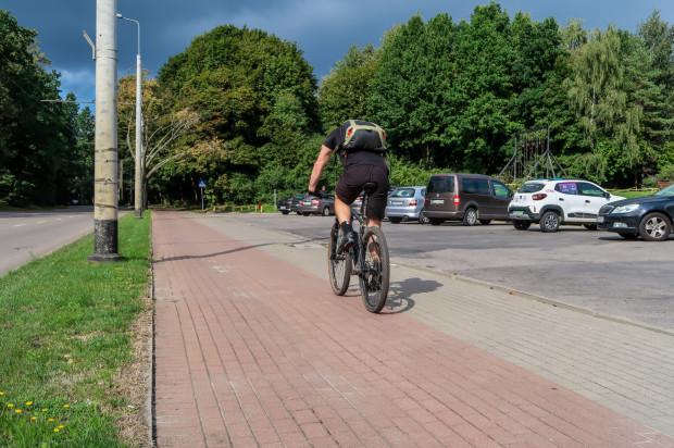 Społecznicy oczekiwali przebudowy drogi rowerowej, gdzie znajduje się kostka, choć w Sopocie i przy ul. Spółdzielczej udało się ułożyć masę bitumiczną.