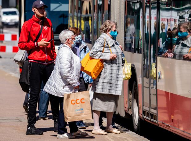 Z miesiąca na miesiąc pasażerowie sukcesywnie wracają do korzystania z transportu zbiorowego w Gdańsku.
