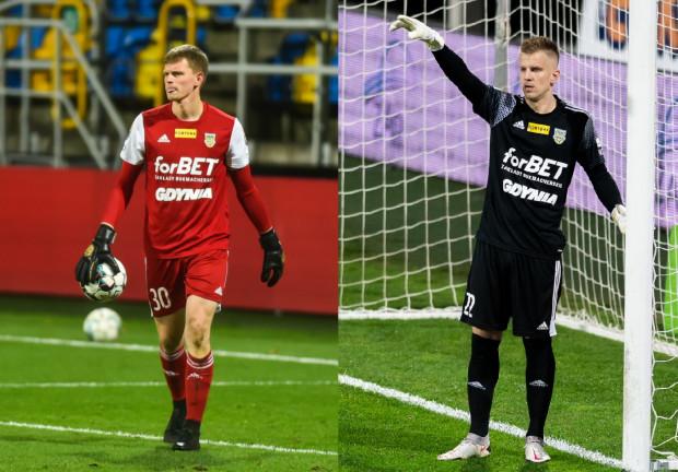 Kacper Krzepisz (z lewej) zanotował 2 czyste konta i 3 stracone gole w 4 meczach w Fortuna I Lidze w sezonie 2021/22. Z kolei Daniel Kajzer (z prawej) zapisał 3 stracone gole w 2 ligowych spotkaniach.
