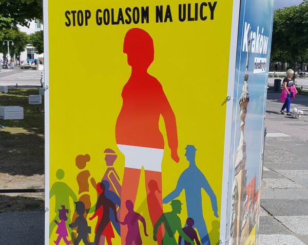 Sopocka kampania plakatowa skierowana do turystów.