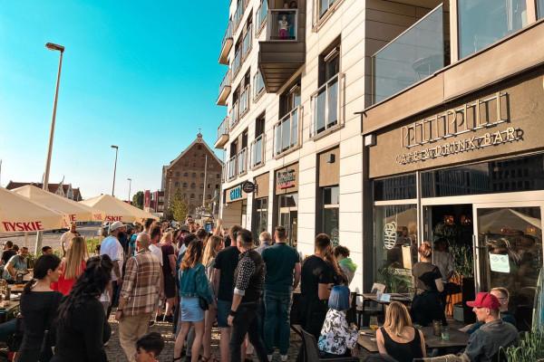 Zainteresowanie nie tylko afrykańską kuchnią, ale i poznaniem zanzibarskiej kultury jest bardzo duże, a z tego w końcu słynie Pili Pili Cafe & Drink Bar.