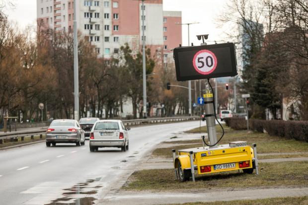 Ograniczenie prędkości na al. Zwycięstwa i Grunwaldzkiej w Gdańsku obowiązuje od 13 marca.