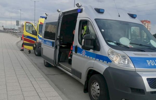 12 sierpnia policjanci gdańskiej drogówki pomagali 88-latce, która nie wiedziała, gdzie jest i gdzie mieszka.