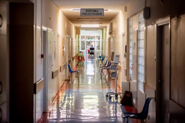 W gdańskim Szpitalu Zakaźnym jest hospitalizowanych 32 pacjentów z COVID-19. Pięć osób znajduje się pod respiratorami.