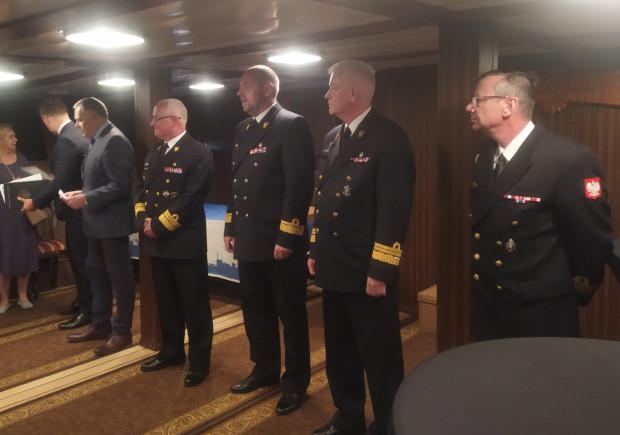 W uroczystości przekazania dokumentów wzięli udział najwyżsi dowódcy Marynarki Wojennej.