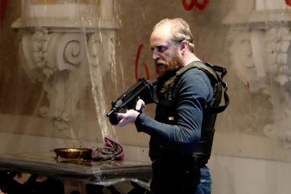 Robert Goc (Piotr Adamczyk) jest policjantem, który przez 12 lat szuka zaginionej Oli. Ilekroć mężczyzna wpada na trop, ten niespodziewanie się urywa. Poszukiwania prowadzą gliniarza najpierw do Rosji, później na Ukrainę, Wyspy Brytyjskie i ostatecznie do Tajlandii.