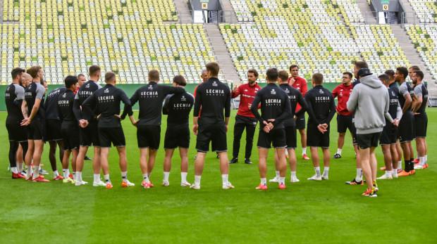 Tomasz Kaczmarek przekonuje piłkarzy do swojej filozofii piłki nożnej, ale nie określa, ile czasu potrzeba będzie, aby Lechia Gdańsk zaczęła grać tak jak on chce.